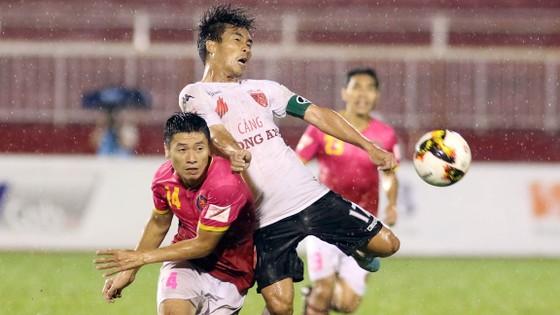 Giải đấu quốc nội của Việt Nam qua bao năm vẫn chưa thật sự chuyên nghiệp. Ảnh: Dũng Phương