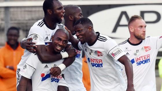 Đánh bại Nice, Amiens giành 3 điểm thuyết phục trên sân nhà.