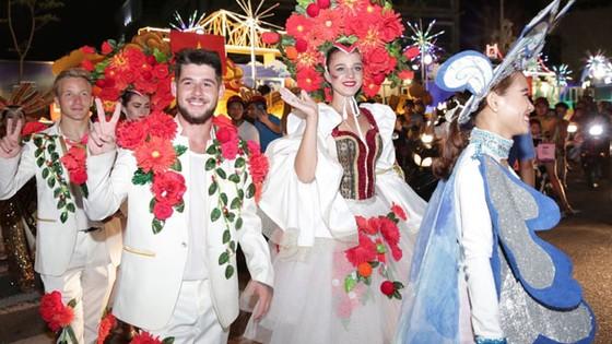 Carnaval đường phố DIFF 2018 - rực rỡ và hoành tráng  ảnh 5