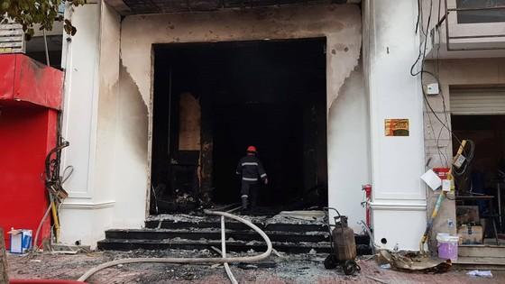 Hỏa hoạn thiêu rụi quán bar ở TPHCM ảnh 1