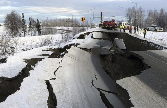 Động đất làm rung chuyển thành phố Anchorage, bang Alaska ảnh 4