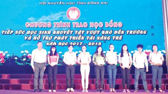 Vedan Việt Nam đồng hành cùng học sinh khuyết tật vượt khó đến trường và Hỗ trợ phát triển tài năng trẻ ảnh 1