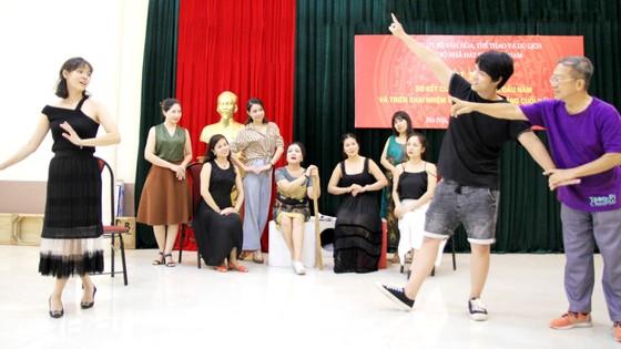 Mối lương duyên với sân khấu Việt ảnh 1