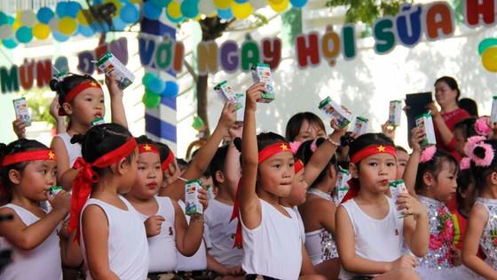 """10 năm tiên phong và đồng hành cùng chương trình """"Sữa học đường"""" vì một Việt Nam vươn cao ảnh 2"""