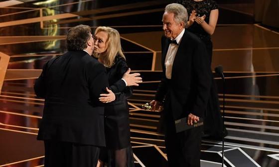 """""""The Shape of Water"""" thắng giải Oscar Phim hay nhất ảnh 17"""