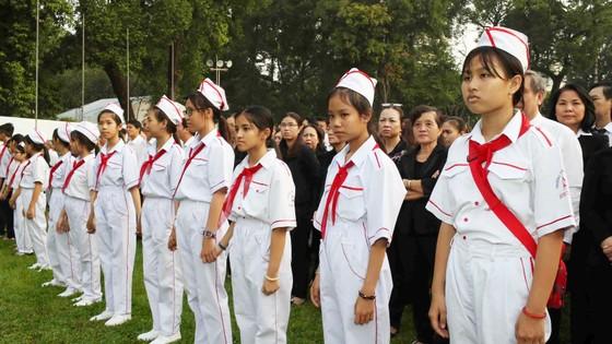 Đông đảo các tầng lớp nhân dân đưa tiễn nguyên Thủ tướng Phan Văn Khải ảnh 13