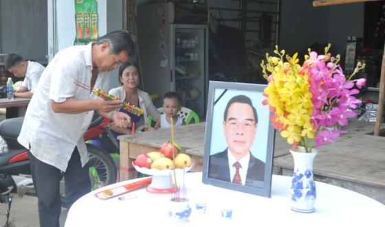 Đông đảo các tầng lớp nhân dân đưa tiễn nguyên Thủ tướng Phan Văn Khải ảnh 55