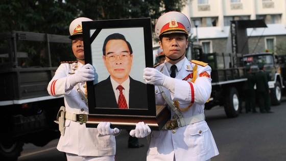Đông đảo các tầng lớp nhân dân đưa tiễn nguyên Thủ tướng Phan Văn Khải ảnh 37