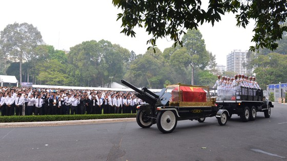 Đông đảo các tầng lớp nhân dân đưa tiễn nguyên Thủ tướng Phan Văn Khải ảnh 9