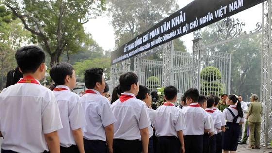 Đông đảo các tầng lớp nhân dân đưa tiễn nguyên Thủ tướng Phan Văn Khải ảnh 20