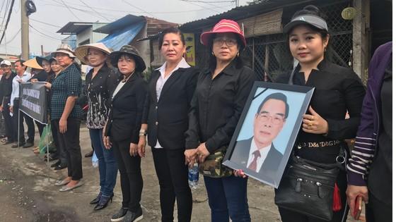 Đông đảo các tầng lớp nhân dân đưa tiễn nguyên Thủ tướng Phan Văn Khải ảnh 42