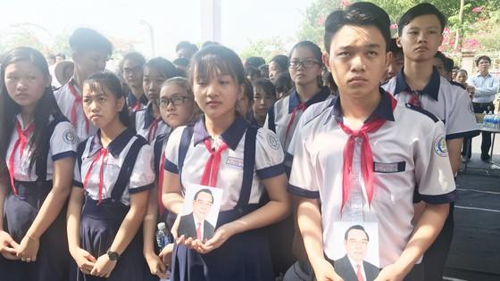 Đông đảo các tầng lớp nhân dân đưa tiễn nguyên Thủ tướng Phan Văn Khải ảnh 57