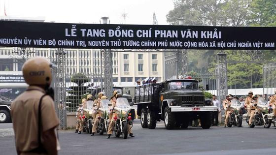 Đông đảo các tầng lớp nhân dân đưa tiễn nguyên Thủ tướng Phan Văn Khải ảnh 34