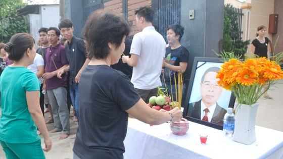 Đông đảo các tầng lớp nhân dân đưa tiễn nguyên Thủ tướng Phan Văn Khải ảnh 49