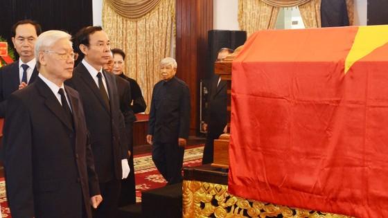 Đông đảo các tầng lớp nhân dân đưa tiễn nguyên Thủ tướng Phan Văn Khải ảnh 6