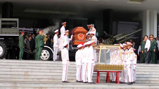 Đông đảo các tầng lớp nhân dân đưa tiễn nguyên Thủ tướng Phan Văn Khải ảnh 28