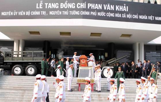 Đông đảo các tầng lớp nhân dân đưa tiễn nguyên Thủ tướng Phan Văn Khải ảnh 30