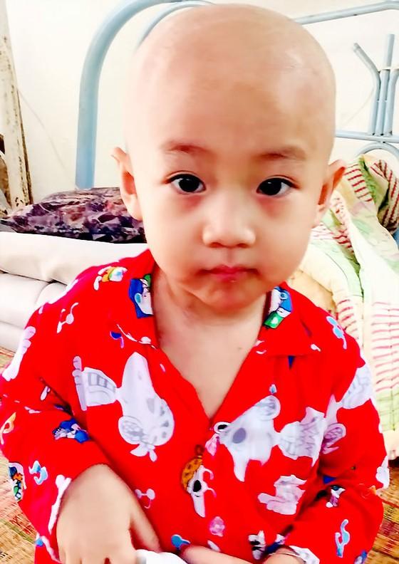 Bé trai 3 tuổi bị ung thư ảnh 1