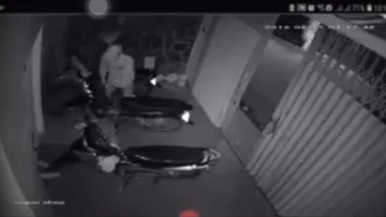 Táo tợn đột nhập nhà, cướp xe mùa World Cup ảnh 2