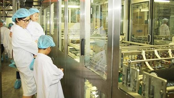 Vui hè 2018, bé khám phá siêu nhà máy sữa của Vinamilk ảnh 4