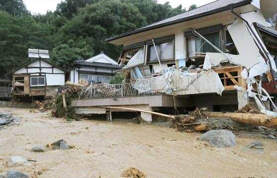 Hơn 100 người chết và mất tích trong đợt mưa lớn kỷ lục tại Nhật ảnh 8