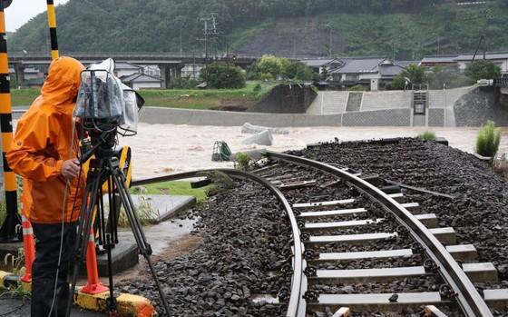 Hơn 100 người chết và mất tích trong đợt mưa lớn kỷ lục tại Nhật ảnh 9