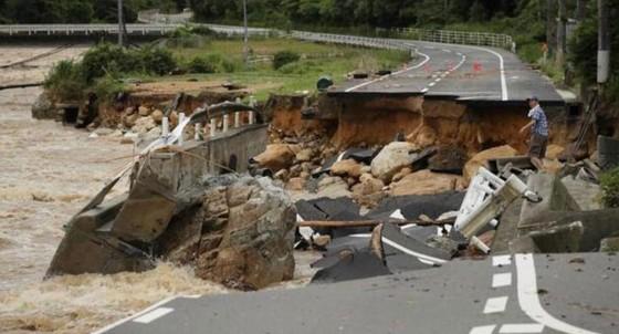 Hơn 100 người chết và mất tích trong đợt mưa lớn kỷ lục tại Nhật ảnh 14