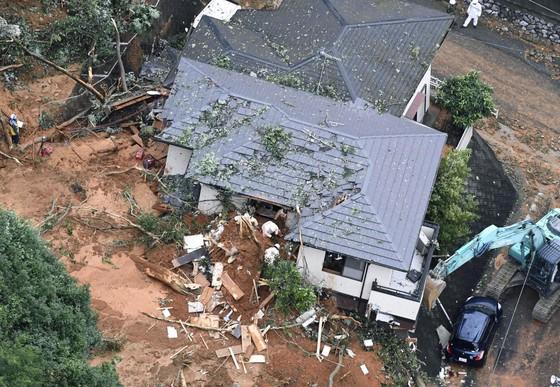 Hơn 100 người chết và mất tích trong đợt mưa lớn kỷ lục tại Nhật ảnh 20