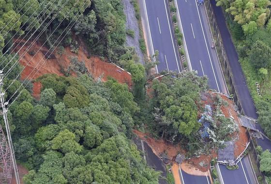 Hơn 100 người chết và mất tích trong đợt mưa lớn kỷ lục tại Nhật ảnh 6