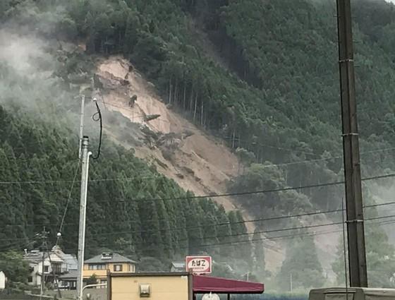 Hơn 100 người chết và mất tích trong đợt mưa lớn kỷ lục tại Nhật ảnh 28