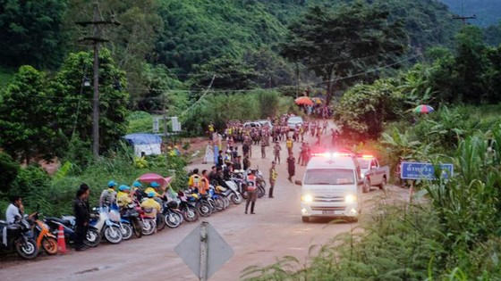 Huấn luyện viên đội bóng đã được đưa ra khỏi hang Tham Luang? ảnh 2