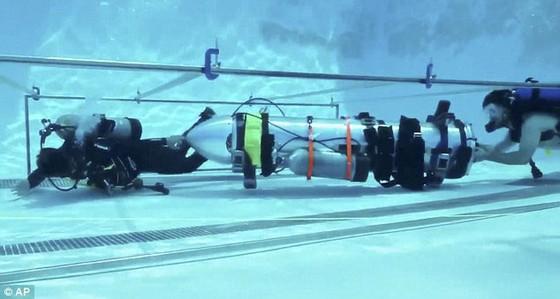 Tàu ngầm mini của tỷ phú Elon Musk đã sẵn sàng giải cứu đội bóng mắc kẹt trong hang Tham Luang ảnh 4