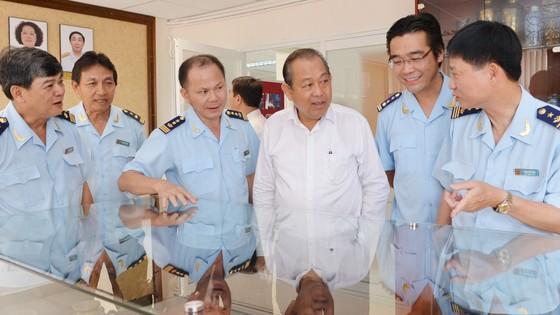 Phó Thủ tướng Thường trực kiểm tra công tác cải cách hành chính tại TPHCM ảnh 4