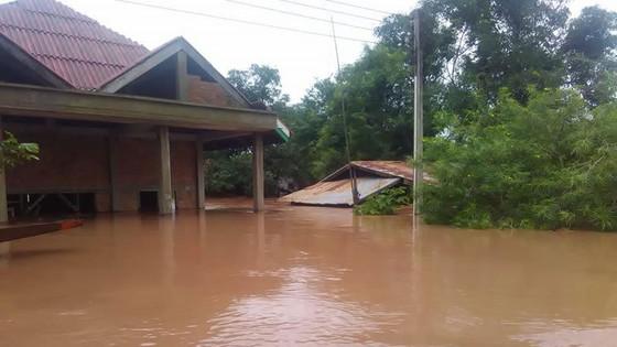 Người dân khu vực hạ lưu được thông báo sơ tán trước khi xảy ra sự cố vỡ đập thủy điện Sepien Senamnoi? ảnh 9