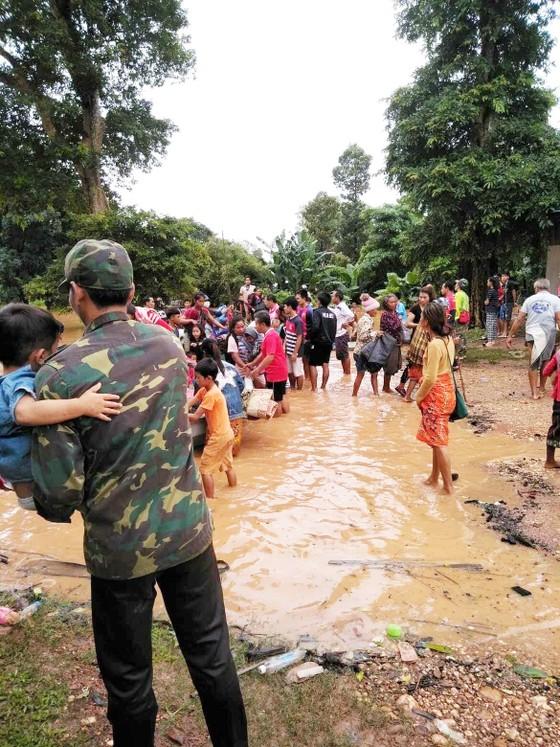Người dân khu vực hạ lưu được thông báo sơ tán trước khi xảy ra sự cố vỡ đập thủy điện Sepien Senamnoi? ảnh 11