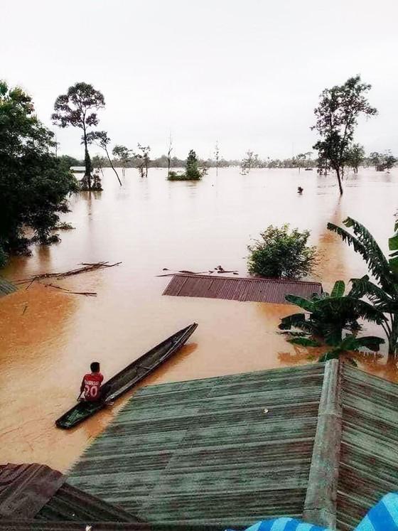 Người dân khu vực hạ lưu được thông báo sơ tán trước khi xảy ra sự cố vỡ đập thủy điện Sepien Senamnoi? ảnh 1