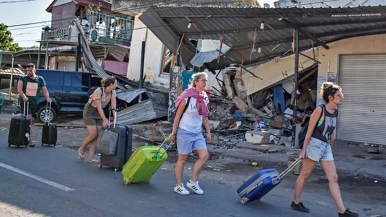 Động đất tại Indonesia: Sơ tán 900 du khách trên quần đảo gần Lombok ảnh 1