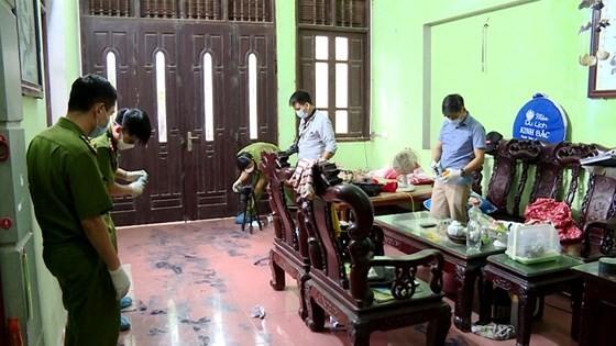 Công an tìm thấy giầy và tất của hung thủ sát hại 2 vợ chồng ở Hưng Yên ảnh 3