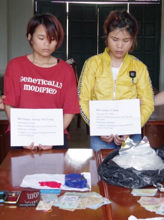 Bắt nghi phạm vận chuyển 1kg ma túy đá và gần 400 viên ma túy tổng hợp ảnh 1
