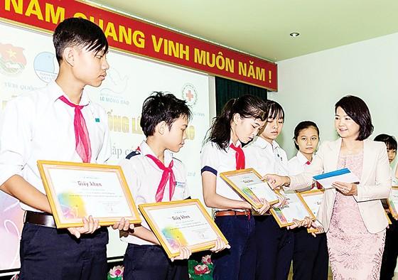 """Quỹ Lê Mộng Đào """"Chắp cánh ước mơ"""" cho các học sinh, sinh viên nghèo tại các tỉnh miền Trung & Tây Nguyên ảnh 1"""