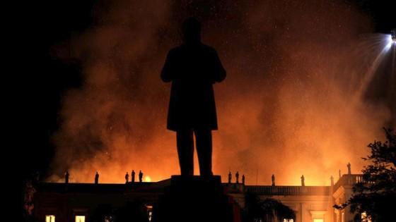 Bảo tàng quốc gia 200 năm tuổi của Brazil bị thiêu rụi ảnh 1