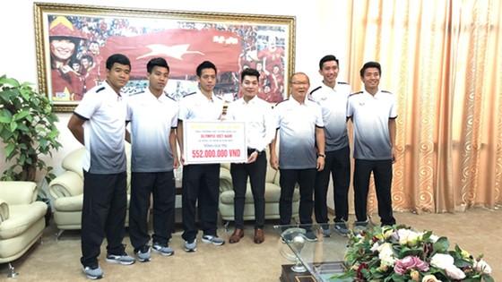 Sau khi tặng nửa tỷ đồng cho đội tuyển Olympic Việt Nam, Đăng Quang Watch tung khuyến mại tới 30% ảnh 1