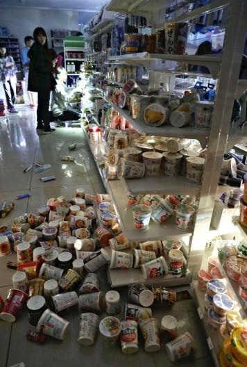 Động đất mạnh gây lở đất, mất điện trên diện rộng tại Nhật Bản ảnh 8