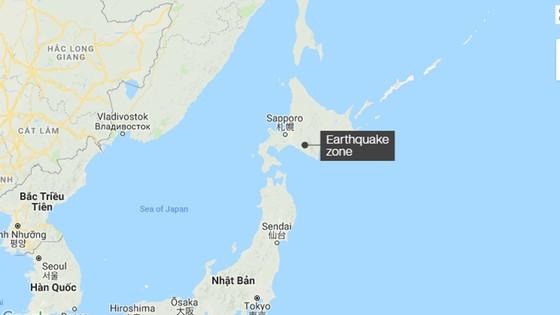 Động đất mạnh gây lở đất, mất điện trên diện rộng tại Nhật Bản ảnh 2