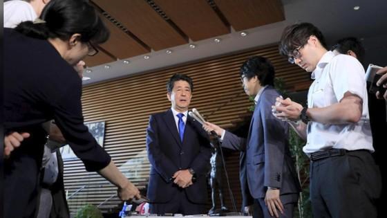 Động đất mạnh gây lở đất, mất điện trên diện rộng tại Nhật Bản ảnh 10