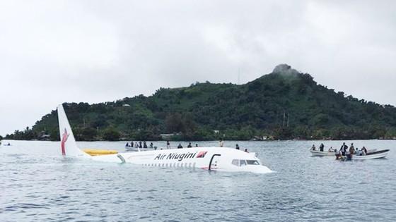 Máy bay chở 47 người trượt khỏi đường băng, lao xuống biển ảnh 12