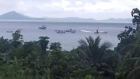 Máy bay chở 47 người trượt khỏi đường băng, lao xuống biển ảnh 8