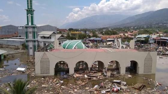 Số nạn nhân thiệt mạng do động đất và sóng thần tại Indonesia đã lên tới gần 400 người ảnh 18