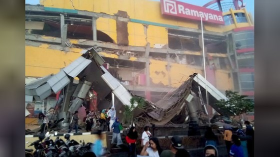 Số nạn nhân thiệt mạng do động đất và sóng thần tại Indonesia đã lên tới gần 400 người ảnh 12