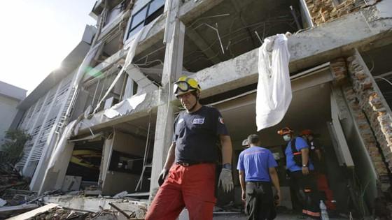 Số người thiệt mạng và mất tích trong vụ động đất và sóng thần tại Indonesia lên tới hơn 1.670 người ảnh 4